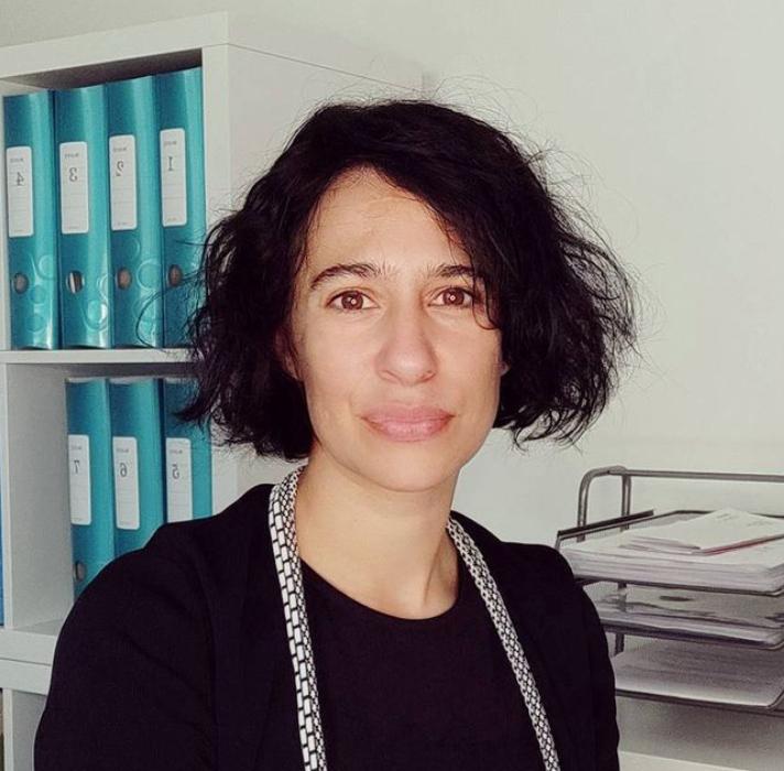 Qui sommes nous - Equipe Cabinet Social - Photo Portrait Stéphanie LADEL - fondatrice dirigeante Cabinet Social - travailleur social addictologue éducation thérapeutique du patient Rennes France